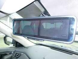 スマートルームミラーは後席に人が乗っていても後続車が見やすくってとっても便利!夜間は後続車両のヘッドライトの眩しさを和らげてくれますよ!