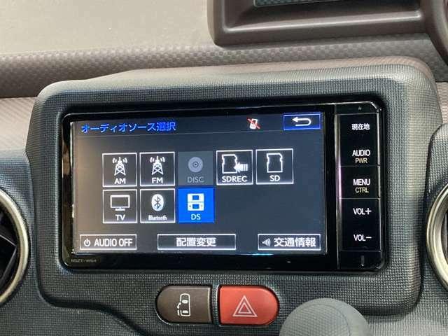 トヨタ純正SDナビ(NSZT-W64)です。クリアな画質を楽しんでいただけるフルセグ地デジTVやDVD再生などなど、書ききれないほどの機能が満載です。