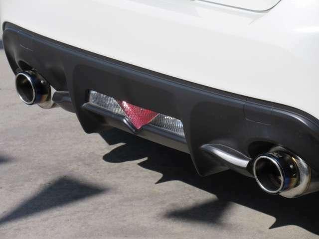 スポーティーなリアバンパー周り♪ HKSマフラー&エアロ形状のリアバンパー♪ ブラックの塗分けがより車体を低く見せてくれます♪