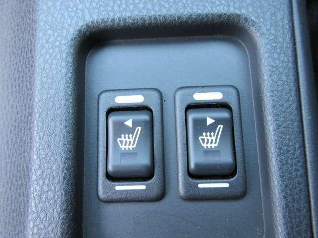 運転席、助手席パワーシート機能付き♪ 冬場の冷たいシートもこれで安心ですね♪ 上級グレードならではの特別装備です♪