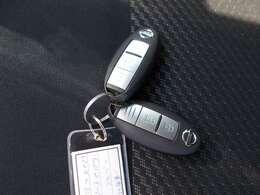 ●スマートキー● 鍵を身に着けていれば、ドアの施錠・開錠が可能です!バッグから鍵を探し出す必要もないので、キーレスよりさらに便利な機能です!