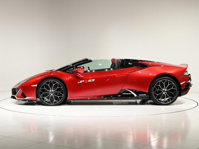 日本の伝統芸能「歌舞伎」からインスパイアされ、Lamborghini の特注部門Ad Personam により製作された世界に1台しかないEVO Spyderです。
