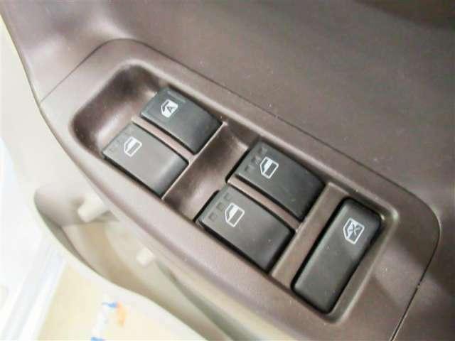 走行中に空気の入れ替えをする時、運転席から後部座席や助手席のウインドウを上げ下げの調整ができるパワーウインドウ!