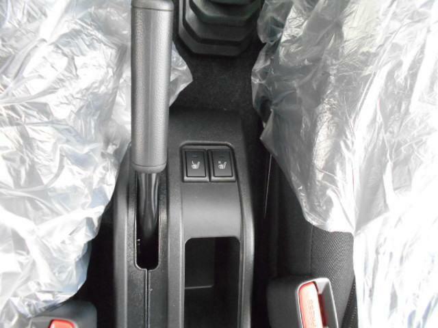 運転席、助手席どちらにもシートヒーターがついてます!寒い時期にはほしいですね!