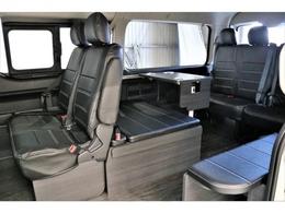 二列目は純正シートを使用していますので、後部座席へのアクセスがスムーズです