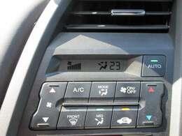 オートエアコン付きです☆温度を設定すれば自動で調節してくれる優れモノ♪♪