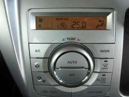 ワンタッチの簡単操作。自動で風量や風の出てくる箇所を設定してくれる、オートエアコン付きです