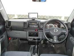 広いフロントガラスで視界も良好!車内空間を有効に活用した豊富な収納スペースも魅力です