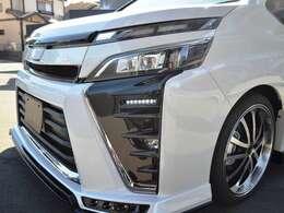 こちらはZEUS LUV-LINE 車高調ver.です。 フロント・サイド・リヤアンダースポイラー・フロントグリルと4本出しマフラー、車高調KITとアルミホイールをセットで販売しております。