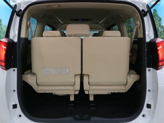 ラゲッジルームは、大容量のスペースを確保。シートアレンジでバリエーション豊かに収納できます。