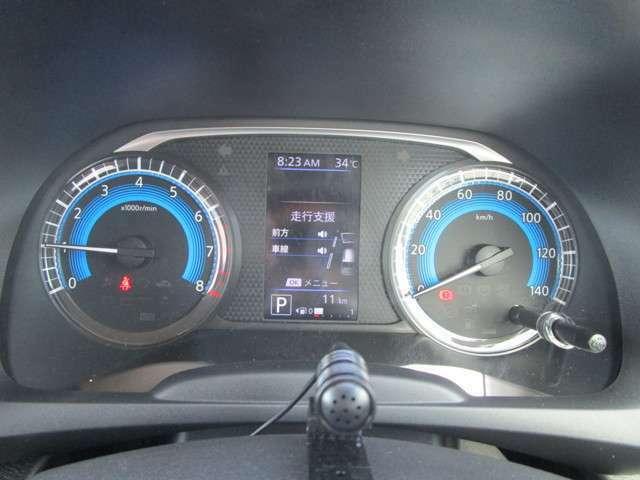 メーターには燃費や安全装備の作動状況などの情報が表示可能!