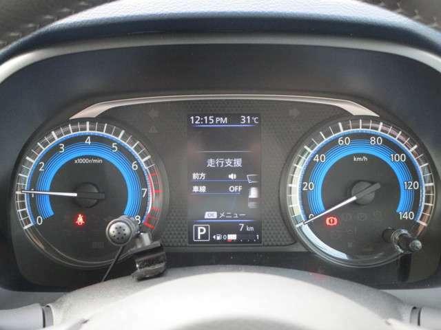 メーターには燃費や航続可能距離などの走行情報が表示可能!
