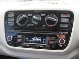 外部AUX接続可能な純正オーディオ装備。