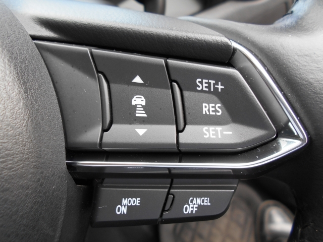 設定した速度内で前方を走る車を追従走行できるMRC(マツダ・レーダークルーズ・コントロール)を装備しています!中高速域での衝突軽減ブレーキとの相互制御により高速運転時の快適と安全をサポートします!