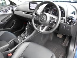 黒を基調としたシックでスポーティな印象のコクピット!シートに正対したペダル配置やオルガン式アクセルペダルの採用など、長距離を運転しても疲れにくい設計です!