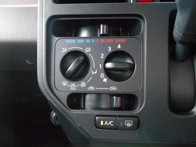 【エアコン】 暑い夏に車内を快適温度に! 冬だって窓ガラスを曇らないように使える便利な機能! 有ると無いとでは大違いです!