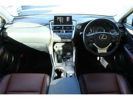 前席全体 広い視界で安心して運転することができます!