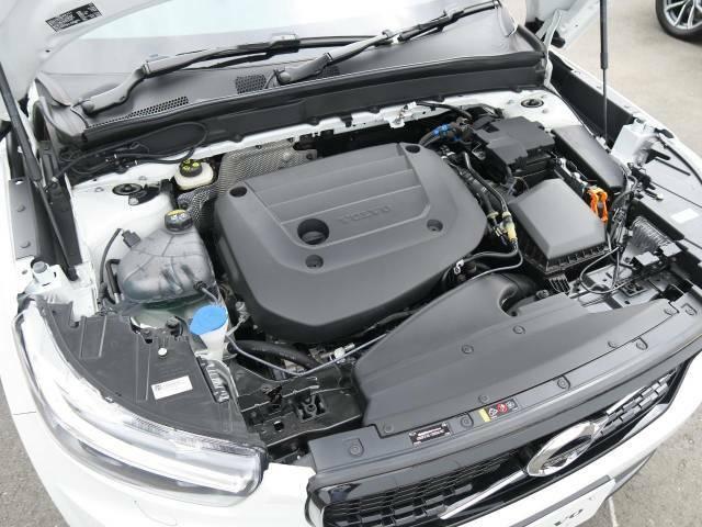 【B4エンジン(マイルドハイブリッド2.0Lターボ)】燃費と走行性能に優れた48Vハイブリッドシステム搭載のターボエンジン。高回転では優れたレスポンスと伸びやかなドライビングフィールが特徴です。