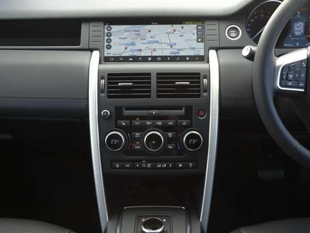 直感的な操作で様々なメディアにアクセスできるタッチパネルスクリーン。
