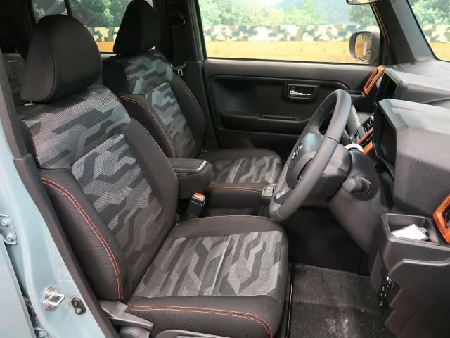 中古車で気になる車内の匂いや菌も光触媒ルームコートで改善できます!外装も車内もピカピカにしてはいかがですか?