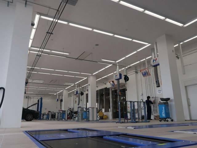 最新の設備を導入した大きな整備工場も併設!車検や整備、板金修理までお任せ下さい!販売後のアフターも体制でフォローいたします。