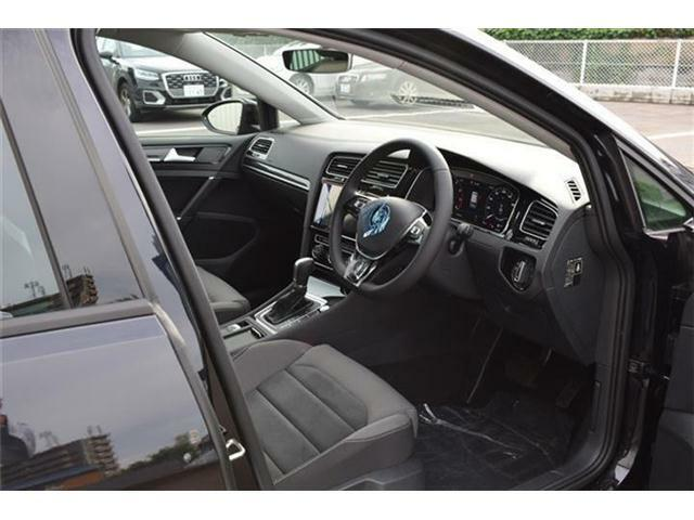 フロントエアバッグ・サイドエアバッグ・カーテンエアバッグ・ニーエアバッグの全部で9個のエアバッグを標準装備。