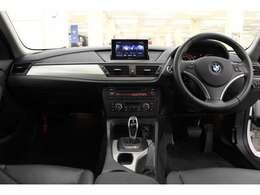 BMWのコンパクトSUV「X1」 BMWの上質な運転感覚と、日常生活の使い勝手を両立させております。[ボディサイズ]全長4470mm×全幅1800mm×全高1545mm [車両重量]1680kg