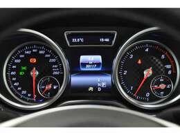 メーターパネル:走行距離も少なく、これからより多くのドライブが楽しめます!また、LIBERALA保証もありますので、安心してお乗りいただけます。