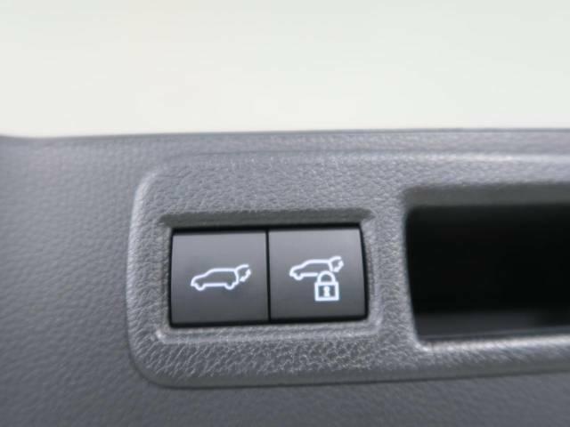 大荷物の積み込みも楽々できる、【パワーバックドア】 自動でトランクが空くため、高級感も一気に増します!
