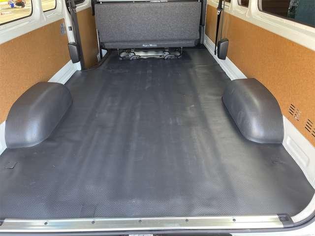 トランクを開け車内を見た様子です。とても広いです!