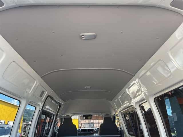 天井部分も綺麗な状態です。車内キャリアの取り付けなども可能です!お気軽にご相談ください。