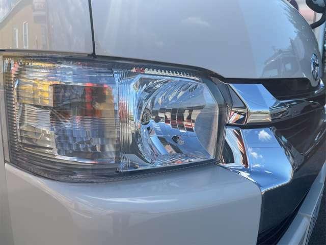 ライトやメッキパーツも綺麗な状態です。車体色はホワイトです。