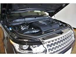 5.0リッター V8 スーパーチャージドガソリンエンジン&8速オートマチックトランスミッション&4WDの組み合わせです!