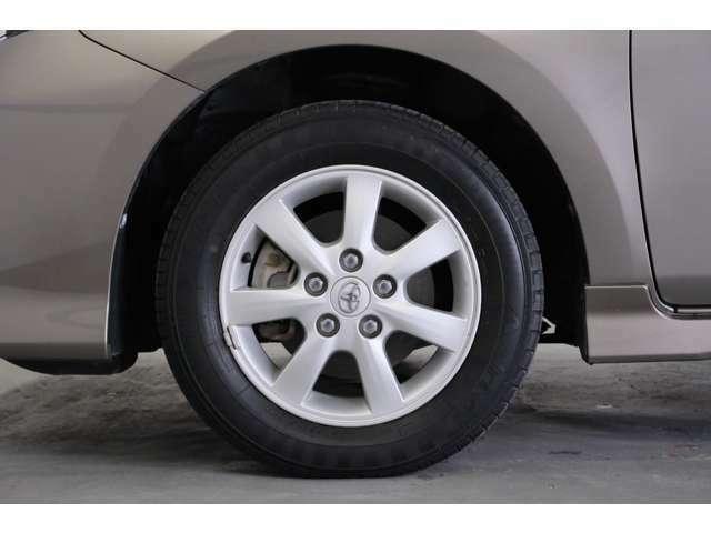 冬用タイヤも扱っております。スタッドレスタイヤのアルミセットを各メーカーございます。一緒にご購入いただけましたら、納車前にお取り付けしますので安心して冬もお乗りいただけます。
