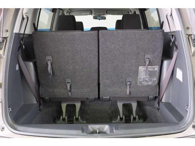 ★お見積り/在庫確認はお気軽にどうぞ♪無料問合せ 0066-9711-696039★荷室は可倒式になっておりますので、大きい荷物も載せることが出来ます。車中泊をされる方は、フルフラットにして寝転がってみてください。