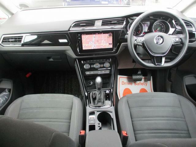使用感を感じさせない運転席や助手席では大切なパーソナルスペースを確保し、ステアリングやパネル周りは直感的な操作が行えます。