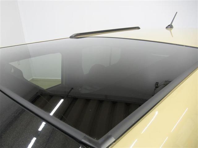 ガラスルーフも装備しています。開かない分、ガラスが広い範囲を占めたルーフです。爽やかな日差しを取り入れながらのドライブ、気持ちよさそうですね。もちろん新車購入時のみ装備可能なオプションなので、お得です