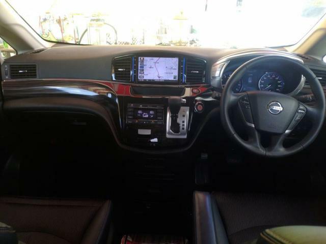 前席から3列目まで、乗車する方がゆったり乗れる上質な車内空間です!