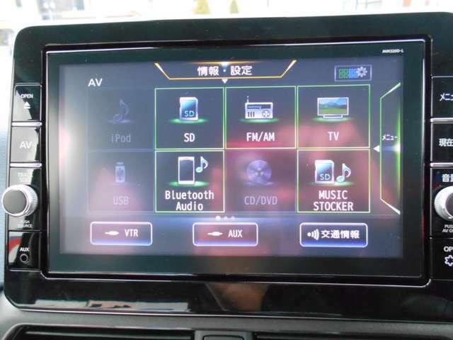 ★9インチ純正メモリーナビ・・・簡単操作で地デジ放送やDVDビデオ再生が可能なナビゲーションの高精細モニターを採用。