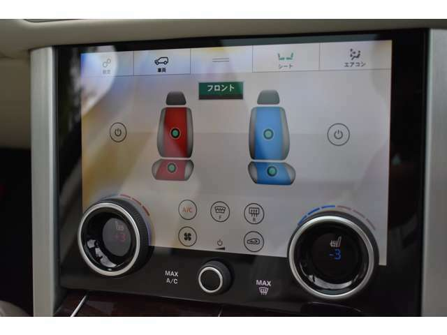 フロントシート左右に三段階調整のシートヒーター&クーラー付き電動シートが装着されています。