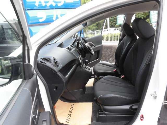 とても美しい専用ハーフレザーのフロントシートです^^ロングドライブも楽ですよ^^