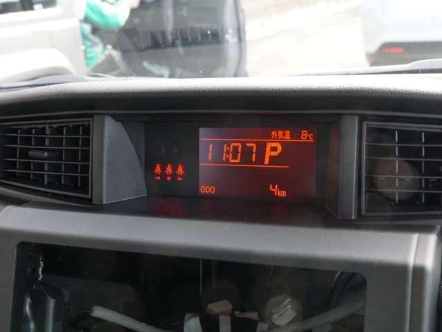 【 LCDマルチインフォメーションディスプレイ 】外気温や時計、トリップメーターや航続距離を映し出し、ドライバーの知りたい情報を提供してくれます!