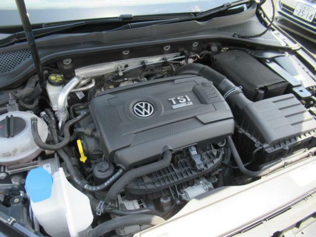 (エンジンルーム)R専用の2Lターボエンジンです。最大出力280PSを発揮し、6速MTを介しての強烈な走りをご体感下さい!
