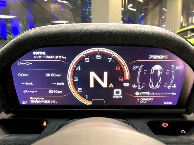 720Sの特徴といえば車幅いっぱいに広がるアクティブリアウィング。車速、車両姿勢、前後左右上下Gによって自動で可変する。