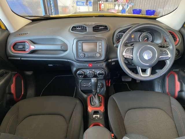 シンプルで操作のしやすい運転席まわりです!