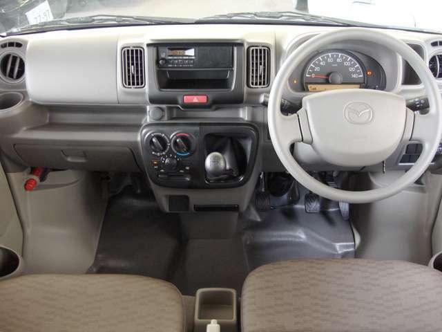 経済的な5速マニュアル車です。オーディオはスピーカー一体型のラジオを標準装備。レジャー用にナビの取り付けもできますのでお気軽にご相談ください。きっと、お気に入りの一台になりますよ。