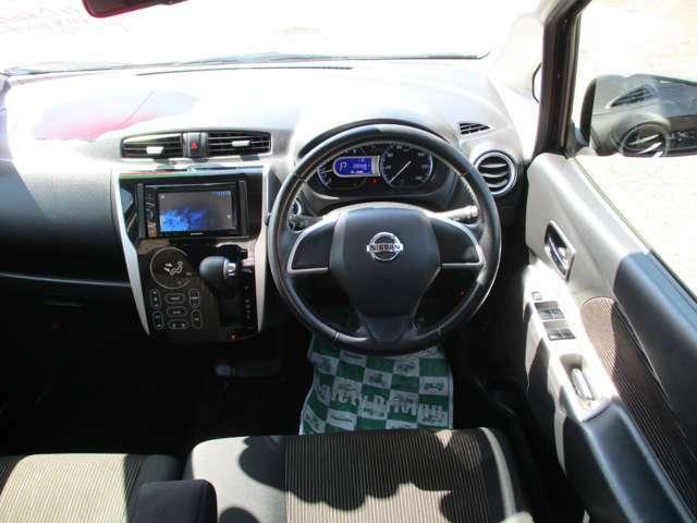 【インパネ】運転席から各種ボタンの操作がしやすいように設計されたデザイン。彼女とのデートでいつもよりスタイリッシュなあなたを演出できます。