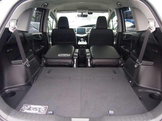 サードシートを床下格納するとフラットになって使いやすい!