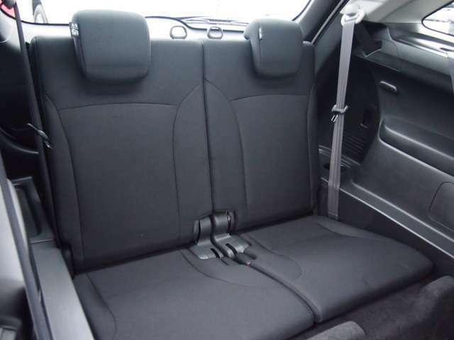 サードシートは座面が広く造られています。