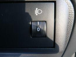 ヘッドライトの光軸を調整するヘッドライトレベライザーが装備されております。自分の好みに合わせてお好みの調整をお願い致します!!